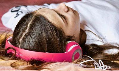 ENT doctors: Long hours of earphones use is risky