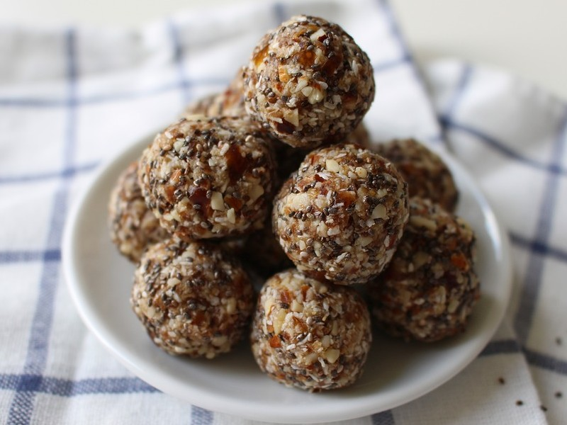 Try these nourishing dates ladoos!